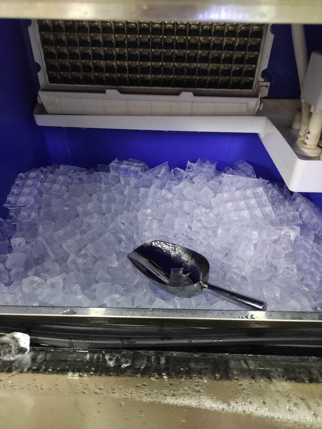 奶茶店常用设备--制冰机怎么用?制冰机使用注意事项!