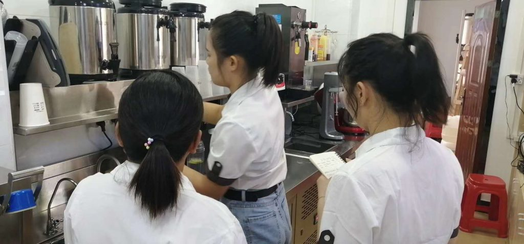 没有奶茶制作的经验和技能怎么办,新手加盟奶茶店要培训哪些内容?